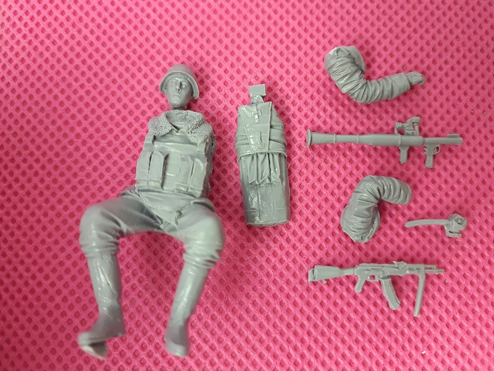 Resin toys 35070 M8 Greyhound crew (3 figures) Free shipping