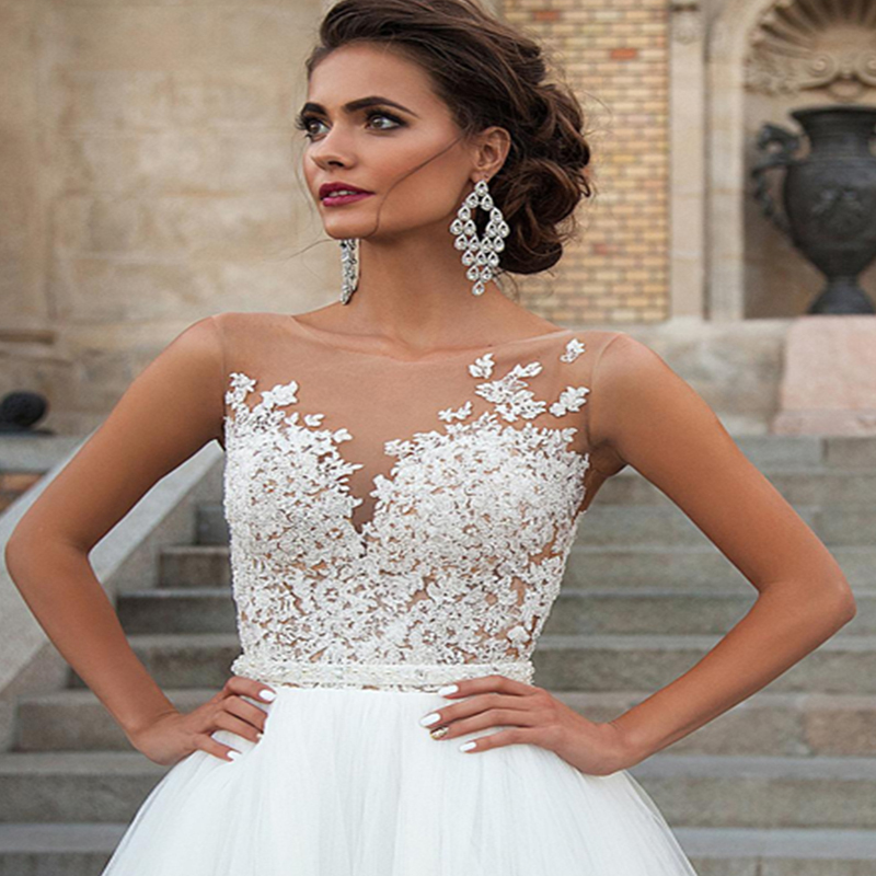 Sleeveless Wedding Dress 2019 Vintage Plus Size Bridal Gown Tulle Lace Appliques Wedding Dresses White Lvory Romantic Buttons in Wedding Dresses from Weddings Events