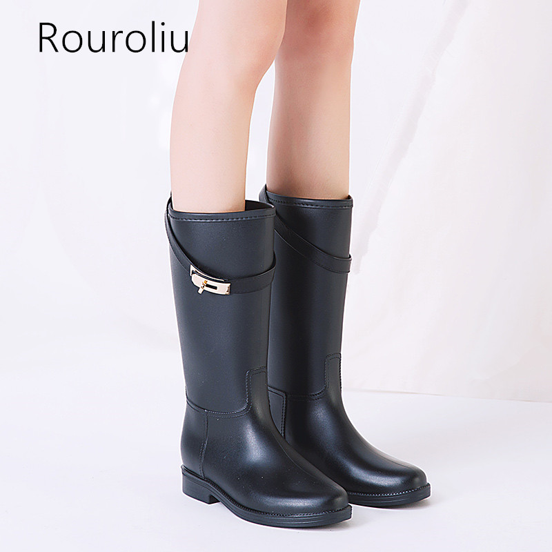 Rouroliu Buckle Strap Mid-Calf Rubber Rain Boots Short Waterproof Water Shoes Woman Wellies PVC Rainboots TS169 free drop shipping new vogue adult women fashion rainboots pvc rain shoes buckle water rubber boots wellies bargin price black