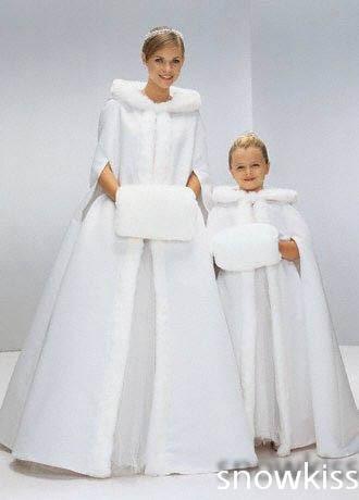 Long Flower girl Cape Winter Princess Junior Bridesmaid cape wedding cloak with fur trim with hand warmer for communion dress цены онлайн