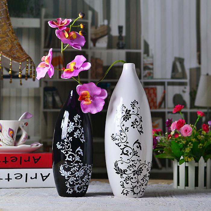 1pair European contemporary adornment is placed the vase Ceramic crafts furnishings Black and white classic matching