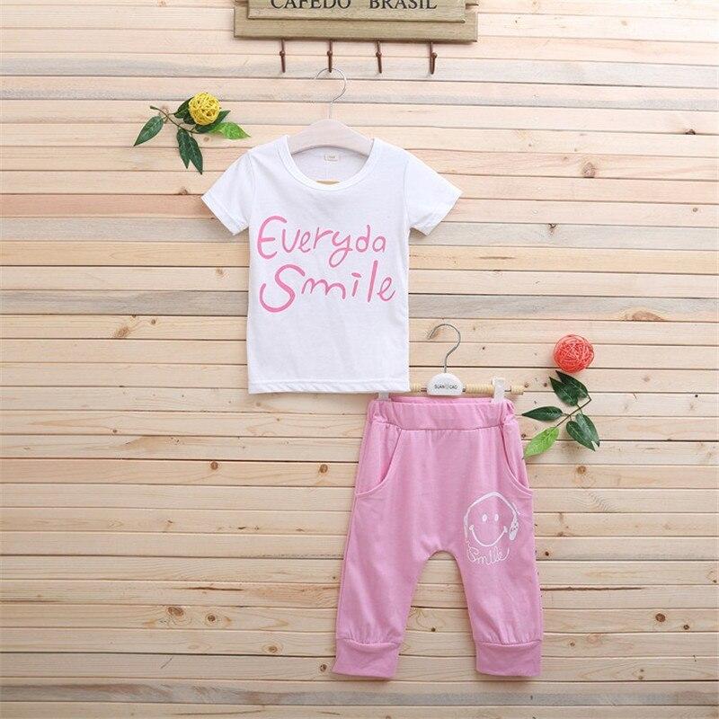 bfdbc52cf 4-8 سنوات جديد نشط عارضة الصيف طفل الأطفال ملابس الفتيات ملابس رسمية يبتسم  وجهه تي شيرت + السراويل 2 قطع الملابس مجموعة