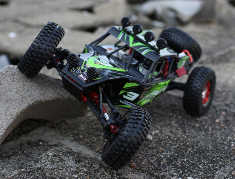 35KM/H 1/12 Feiyue FY03 Eagle-3 2.4G 4WD Desert Off-Road RC Remote Control Car Model with Powerful System