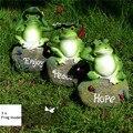 3 unids precioso resina frog frog sentado en piedra estatua estatuilla modelo decorativo hogar al aire libre artes de la resina decoración del jardín ornamento