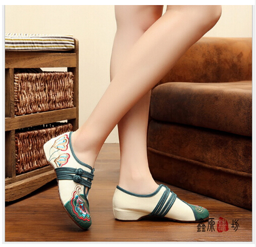 2017 new The best old Beijing embroidered cloth shoes wedding shoes national wind Cow Muscle square dancing shoes Woman
