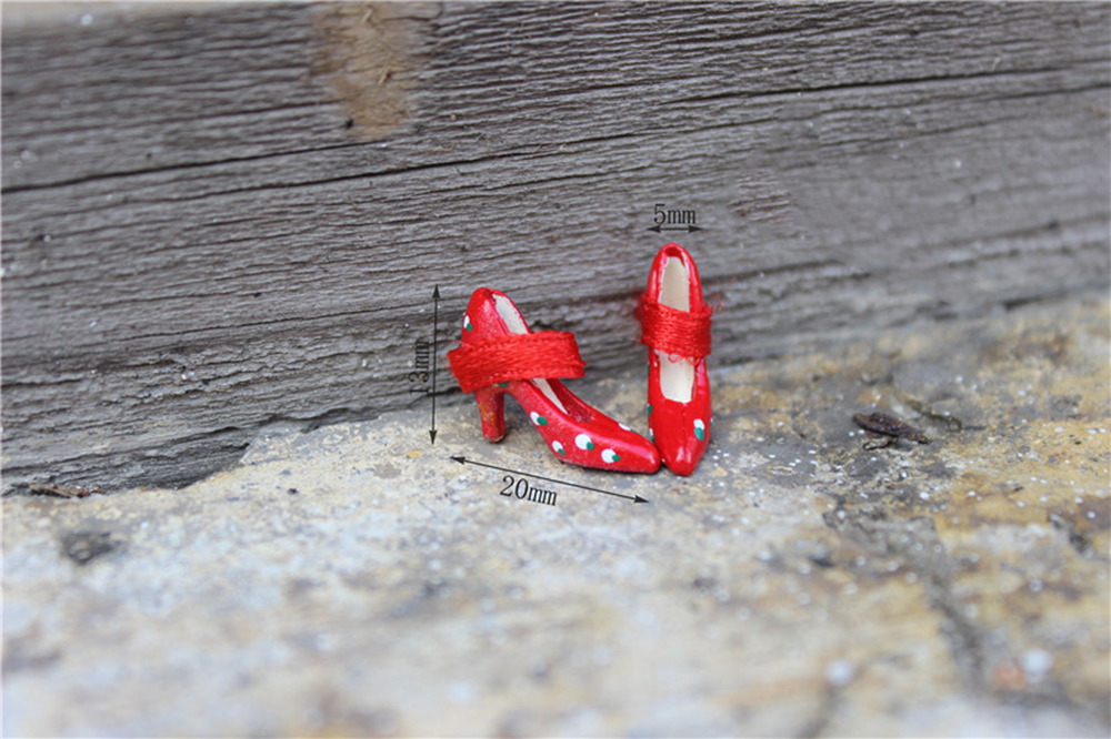 1:12 Dollhouse Miniature Metal High Heels Shoes for Dolls House Accessory