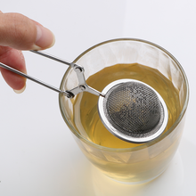 цена Sphere Mesh Tea Strainer Stainless Steel Handle Tea Ball Tea Infuser Kitchen Gadget Coffee Herb Spice Filter Diffuser