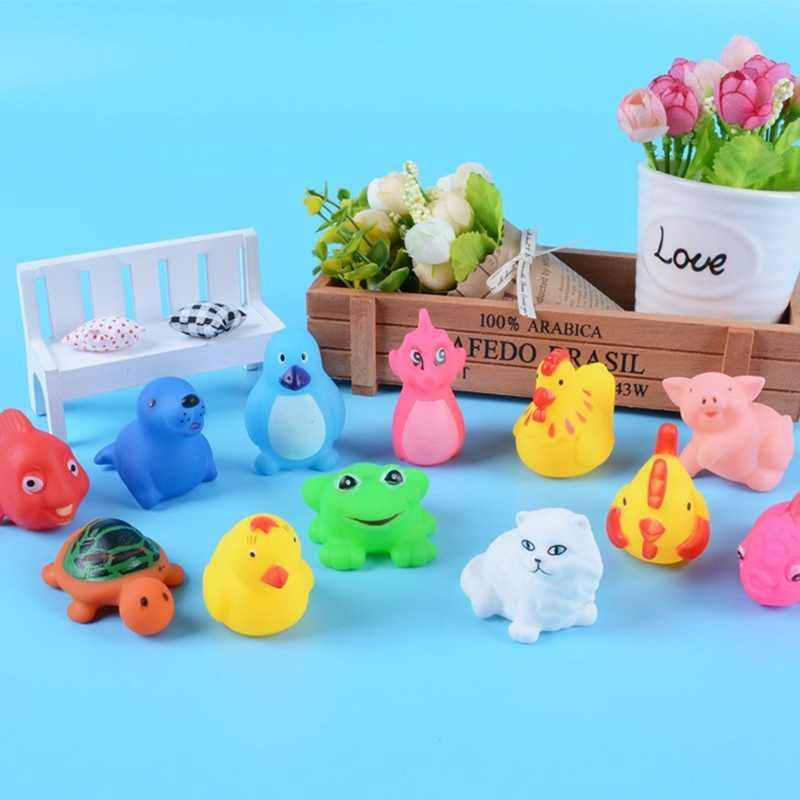2 piezas animales mixtos juguetes de agua de natación colorido suave flotante pato exprimidor sonido Squeaky baño juguete para baño de bebé juguetes