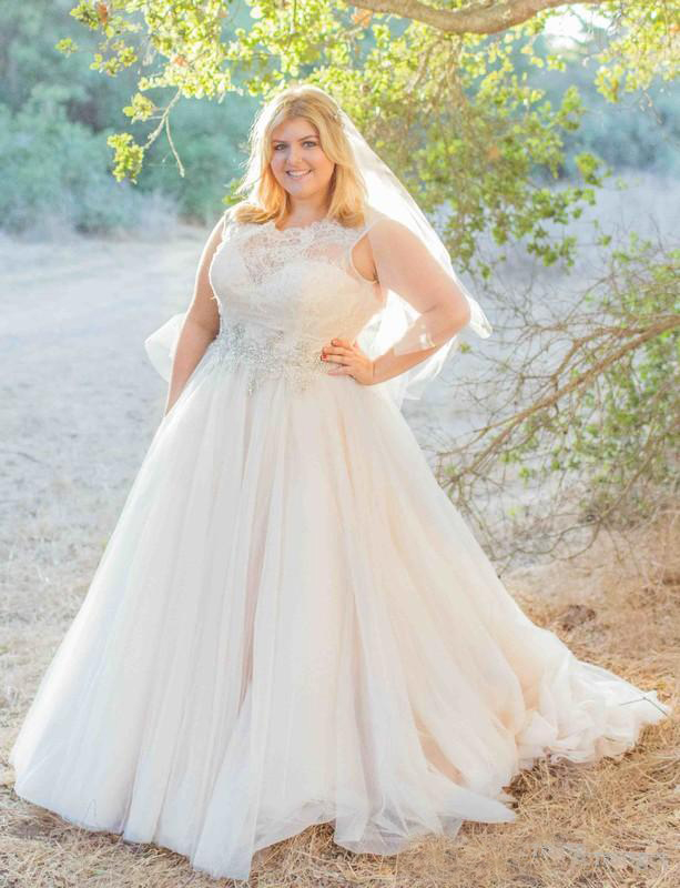 2016 Modest Plus Size Lace Wedding Dresses Jewel A Line Lace Top Beaded Sash Sweep Train Tulle Wedding Gowns Custom Made