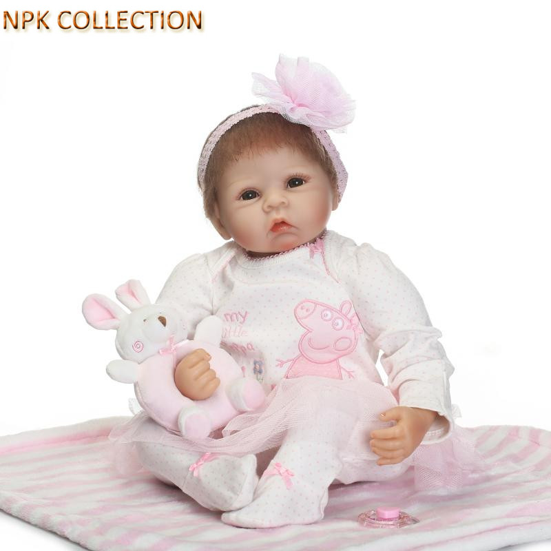 NPKCOLLECTION Silicone Dolls Reborn Baby Alive Bonecas Brown Wig Girl Handmade Cotton Body Lifelike Babies Soft Toys for Kids npkcollection 52cm full body silicone reborn dolls babies alive bonecas newborn girl baby doll toys for kids christmas xmas gift