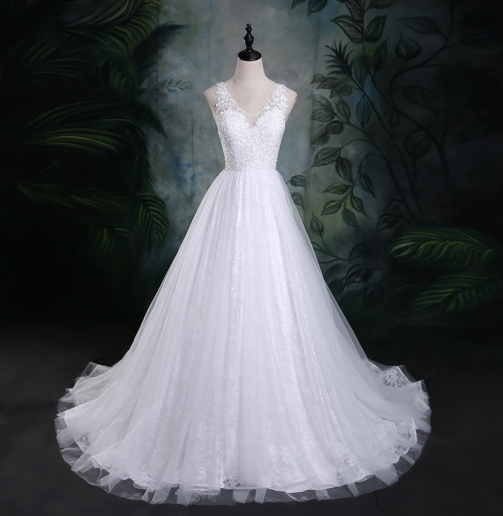 New Romantic V-neck Elegant Princess Wedding Dress 2019 Sleeveless Lace Appliques Celebrity Ball Gown vestido De Noiva Custom