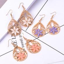 цены SUKI Vintage Golden Oorbellen Drop Hollow Out Dangle Hook Earrings Flower Pendant Big Drop Earrings For Women Jewelry Pendientes