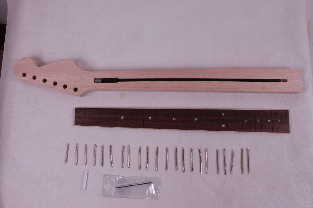 One electric guitar Neck New Solid wood 25.5'' 22 fret Rose wood Fretboard 01118# 1pcs black guitar neck electric guitar neck solid wood 25 5 22 fret new 008