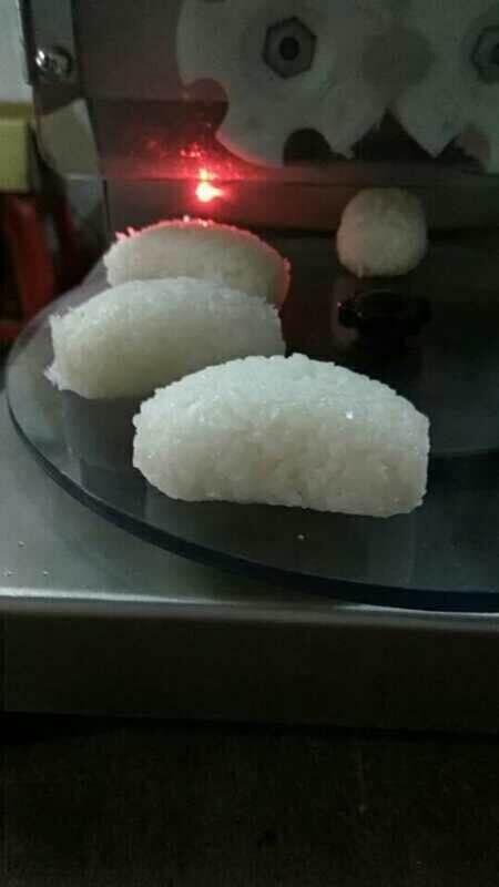 Автоматический суши с рисом формовочная машина/аппарат для лепки рисовых шариков