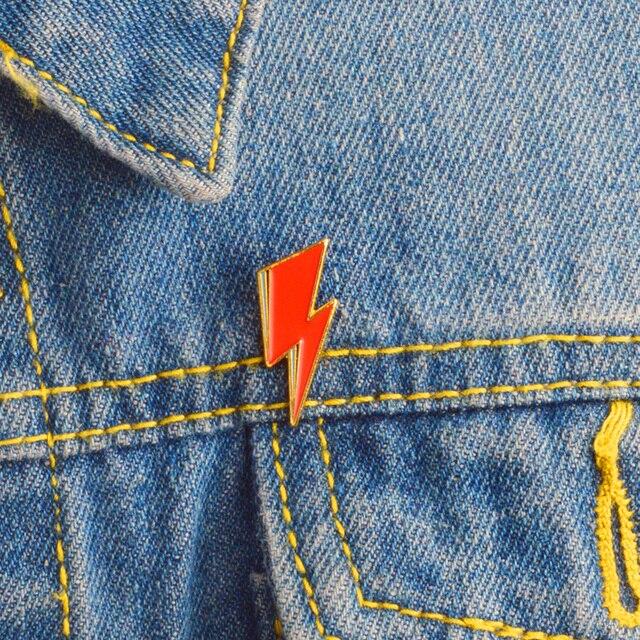 Aladdin Sane Lightning Bolt Enamel Jarum David Bowie Terinspirasi Merah Lightning Bros dan Jarum untuk Wanita Pria Kelapak Jarum Lencana perhiasan