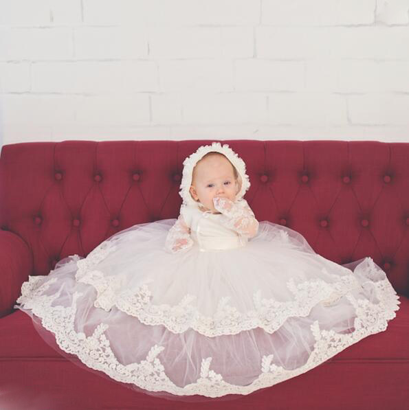 Luxury white/ivory Tiered baby Christening Gowns with Bonnet Infant Girls Toddlers Lace Appliques Baby dresses Baptism Robe