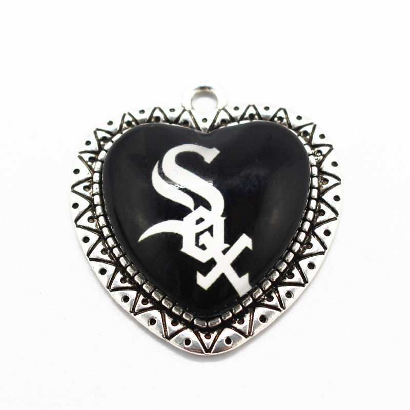 Hot selling Chicago White Sox baseball team dangle charms heart glass pendant fit bangle necklace bracelet jewelry
