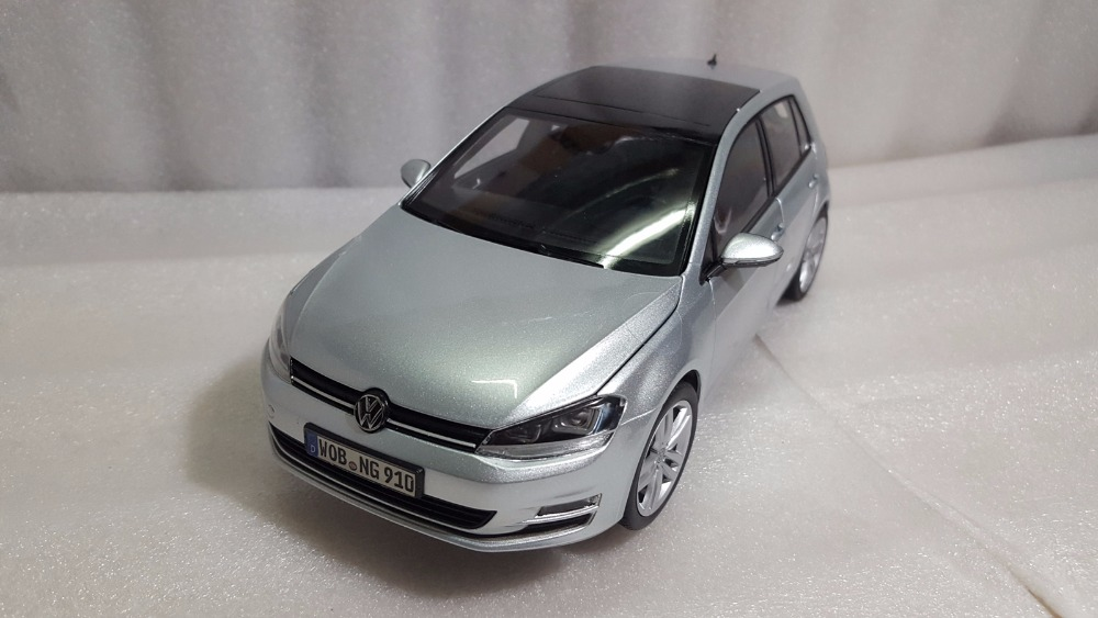 1:18 Diecast Model for Volkswagen VW Golf 7 Silver Blue Alloy Toy Car Miniature Collection Gifts MK7 автомобиль welly vw golf v 1 18