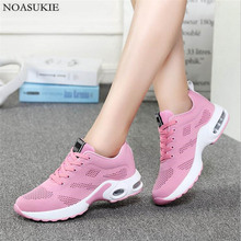 4 cores Sapatos Mulheres Listrado Malha Respirável Sneakers Moda Heighten Almofada Tênis de Corrida Sapatos Casuais Tenis Feminino Cesta