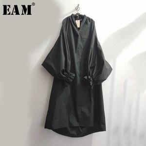 Image 2 - [EAM] 2020 אביב קיץ אישה אופנתי חדש שחור צבע קפלים ארוך פאף שרוול V צוואר ארוך Loose עטוף גודל גדול שמלת LG029