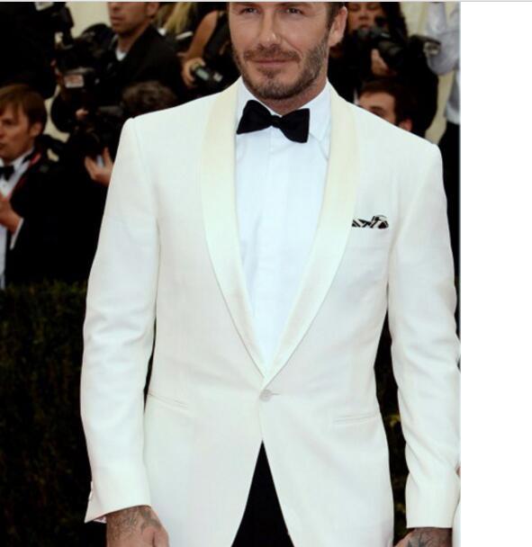 David Beckham Blanc Ivoire Marié Smoking Satin Châle Revers 2 Pièce Hommes  De Mariage De Bal Dîner Costumes (veste + Pantalon) Custom Made dans  Costumes de ... 4674ccb29a6