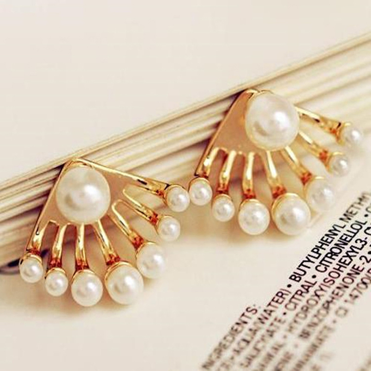 Charming Jewelery Accessories Crystal Simulated Pearl Woman Ear Stud Color White EAR-0419