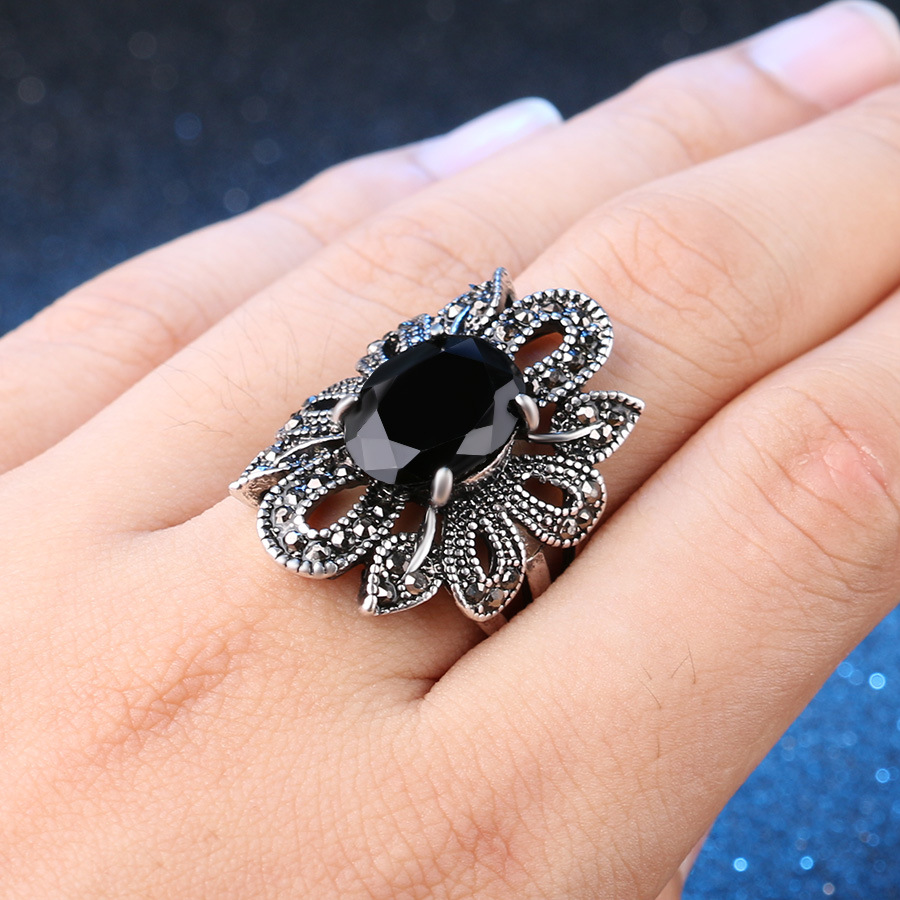 Phesee Vintage Black Synthetic Stone Ring Antique Silver Alloy Hollow Flower Boho Jewelry Romantic Wedding Ring