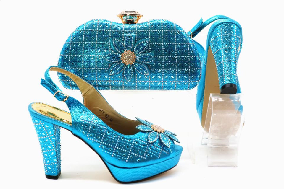 Beautiful sky blue women high heel shoes match handbag set with rhinestone and flower style african pumps and bag for dress X50Beautiful sky blue women high heel shoes match handbag set with rhinestone and flower style african pumps and bag for dress X50