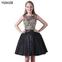 Nueva llegada corto Vestidos de cóctel 2018 una línea cucharada partido  negro oro Encaje Vestidos de baile negro vestido de cóct. 0de1b0302056