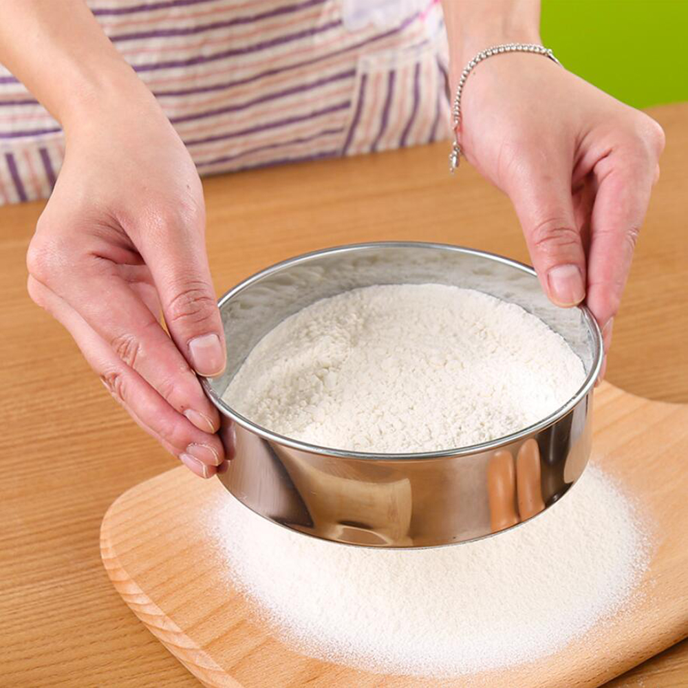 1PC Kitchen Fine Mesh Flour Sifter Professional Round Stainless Steel Flour Sieve Strainer Sifters Shakers Best for Baking 65gD