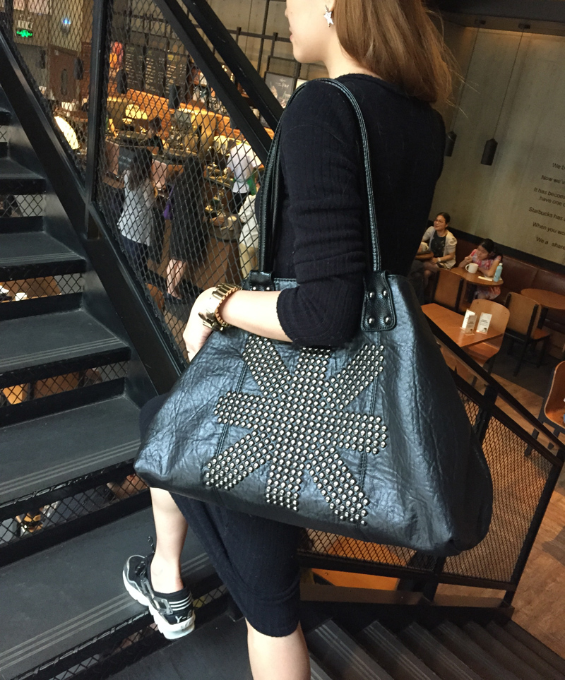 free shipping Rivet big bags female brief 2017 fashion sheepskin shoulder bag large real leather bag of women