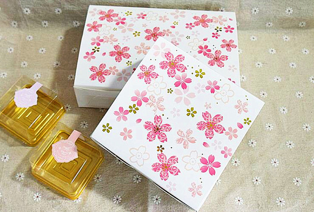 Pink Flower Chocolate Gift Box Wedding Decoration Packing 80pcs Fancy Moon