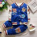 2016 Recién llegado de Primavera/otoño del bebé chaquetas Niños Ropa Niños prendas de vestir exteriores de béisbol de Los Muchachos traje chaqueta + pantalones de punto 2 unids