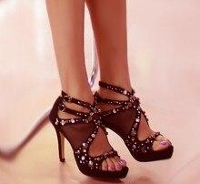 Дамы Сексуальная Peep Toe Мода Заклепки Украшенные Стилет Высокие Каблуки Черный Овчины Сандалии Летние Туфли