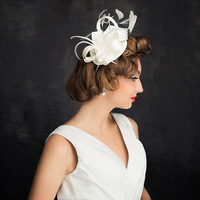 Europese Bruid Formele Top Hoed Bruiloft Ornamenten Lady Foto Haaraccessoires Meisje Leuke Veer Sinamay Tovenaar