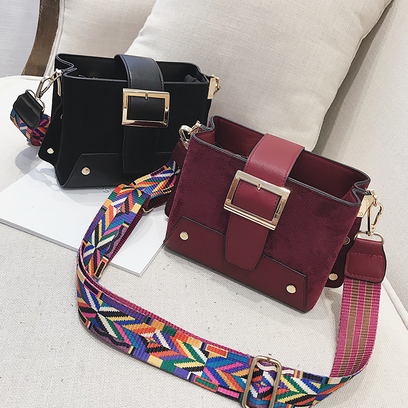 Shoulder bag female 2018 autumn new shoulder Messenger bag tide fashion wild wide shoulder strap simple casual small square bag 39