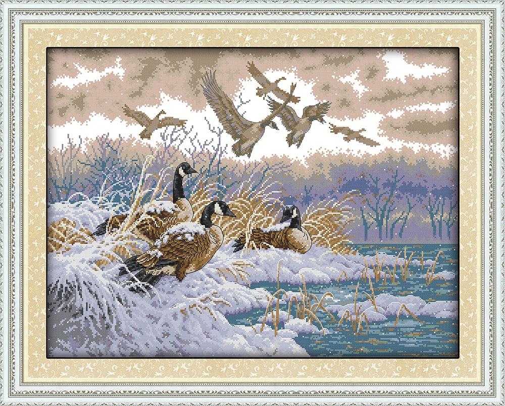 Літаючі птахи в снігу День вишивки - Мистецтво, ремесла та шиття