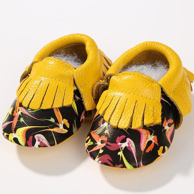 As vendas no atacado Impressão Mocassins de Couro Genuíno fundo Macio Do Bebê sapatos meninos meninas Dos Desenhos Animados cores Misturadas Primeiros Caminhantes Do Bebê