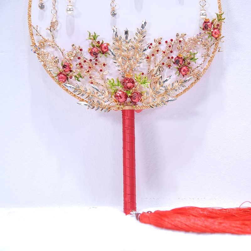 JaneVini 豪華な中国スタイルのウェディングブライダルハンドルクリスタルゴールド赤花嫁の手のファンカバーフェイスタッセル花束ブローチ