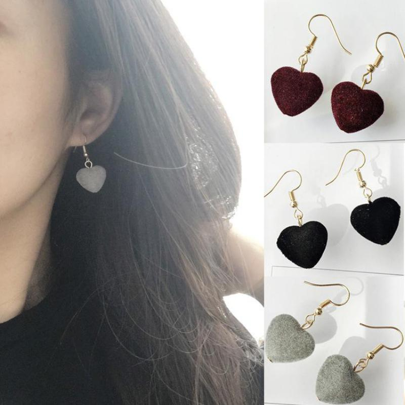 2018 Velvet Heart Red Black Plush Ball Drop Earrings For Women Korean Personality Round Long Earrings Gift Statement Jewelry золотые серьги по уху