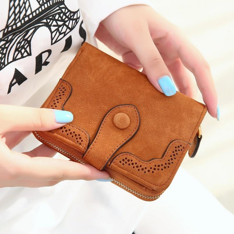 цена на 2018 New Matte Pu Leather Women Wallet Short Designed Hollow Lace Edge Women Purse Female Small Card Wallet Mini Change Bag
