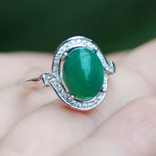 Кольца из серебра 925 пробы с натуральным зеленым халцедоном