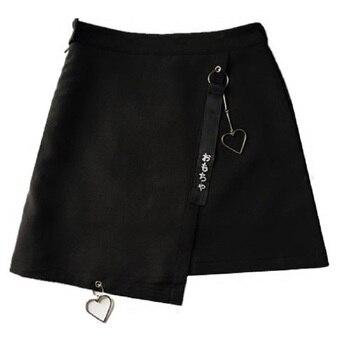 Falda Harajuku mujeres caracteres japoneses bordado en cinta forma de corazón colgante faldas irregulares de cintura alta para chica negro