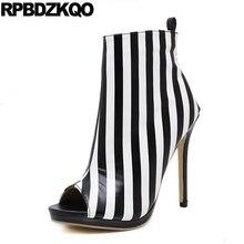 Кружева пикантные Дизайнерская обувь Для женщин роскошные летние очень открытый носок ботильоны на высоком каблуке с жемчугом черный и белый пинетки Зебра полосатый