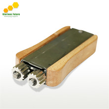 Best selling Beekeeping tool wooden wire tensioner crimper for bee frame with best quality