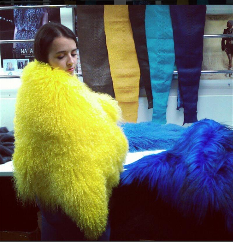 AO881 -22 Women-s-Luxury-Real-Lamb-Fur-Coats-and-jackets-Fall-Winter-natural-Beach-sheep-Fur-coats (1)