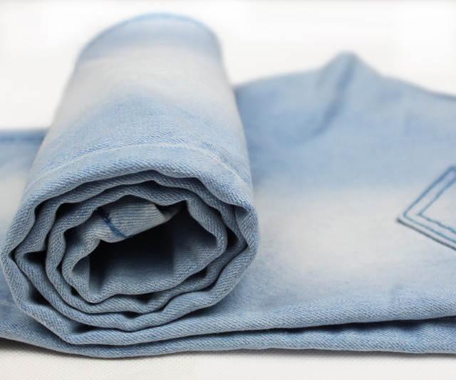 de8a24c88 2016 Classic cielo azul flaco hombres jóvenes Vaqueros hombres delgados  Pantalones lápiz Pantalones masculino Medias Jean sexy Primavera Verano ...