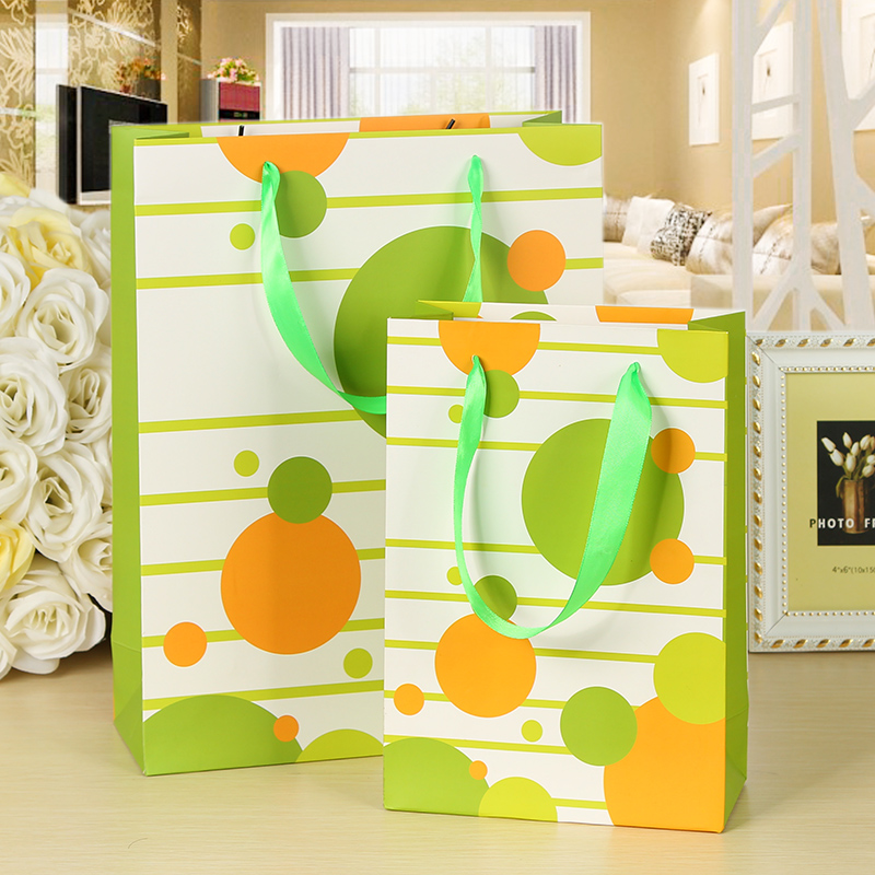 10pcs 25x18x8cm Laminated Paper Gift Bags Ribbon Handle Circle Deisng Candy Gift Holder Shop Family Business Present Bags