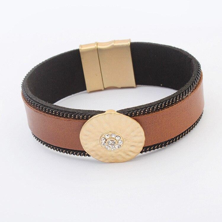 Пластиковый женский браслет