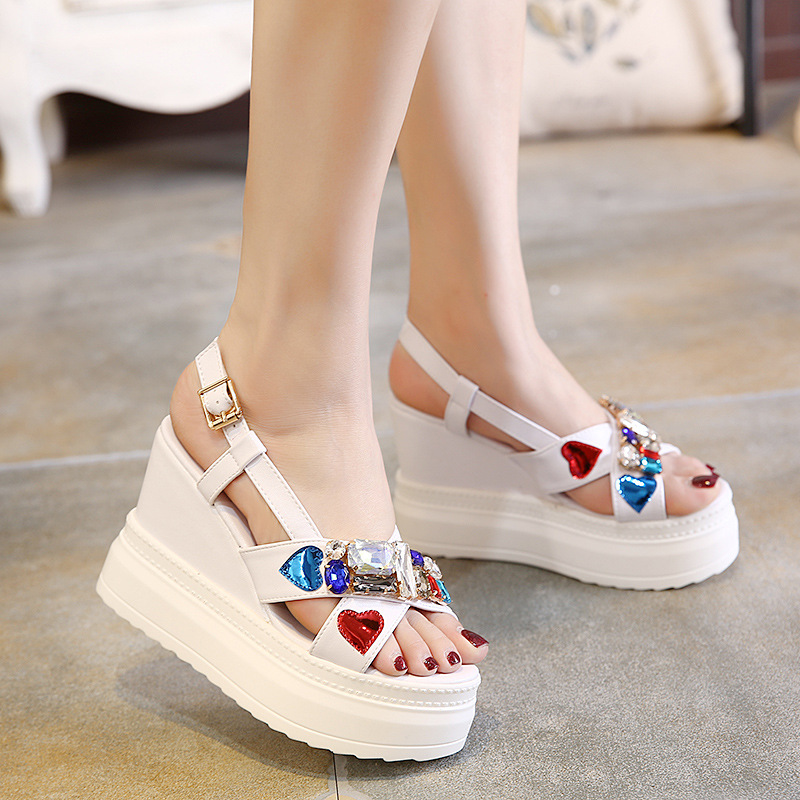 Summer new women s sandals Korean version of the wedge with thick sandals rhinestones super high